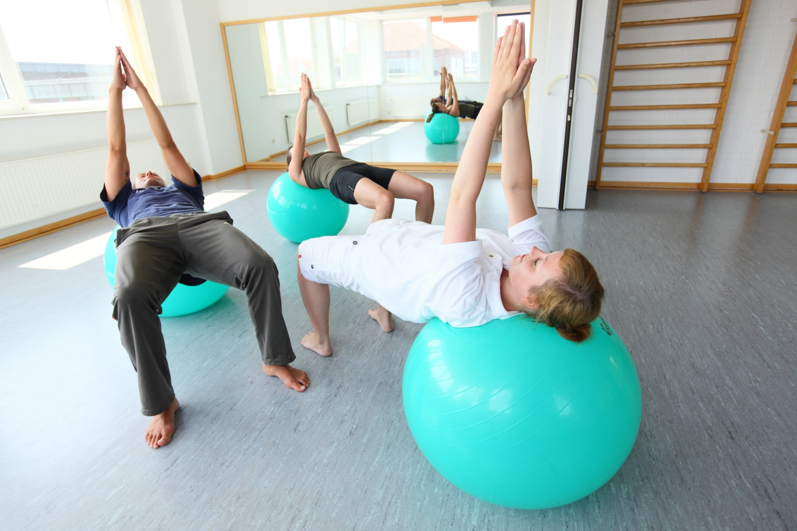 Thalasso Physiotherapie Übung mit Trainingsball